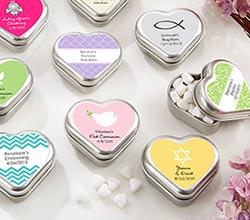 Mini-lata de corazón personalizada y llena de mentas. Fuente: kateaspen.com